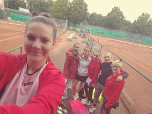 3. Damen: Team-Selfie