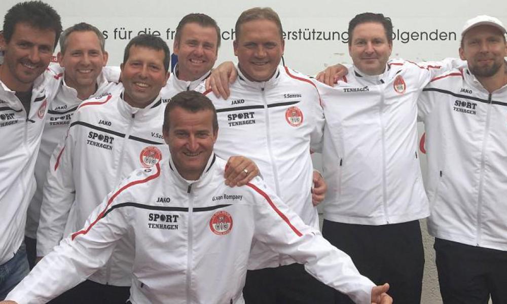 1.Herren 40: (von links) Eric Reuijl, Szabolcs Szöke, Viktor Szöke, Michael Graf, Sascha Semrau, Sascha Nikolic, Timo Kiwitz; (vorne) Guido van Rompaey. Es fehlt: Rouven Berg